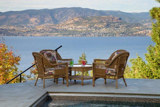 Hermosas vistas desde todas las habitaciones, patio y piscina