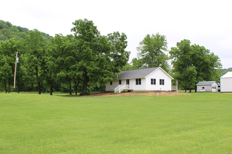Updated, Quiet, Rural Getaway, holiday rental in Galesville