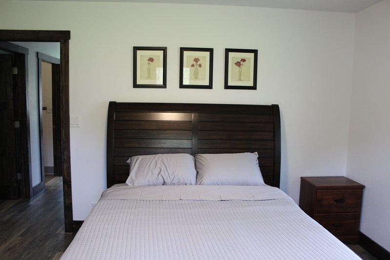 Dormitorio 2: reina con walk-in closet