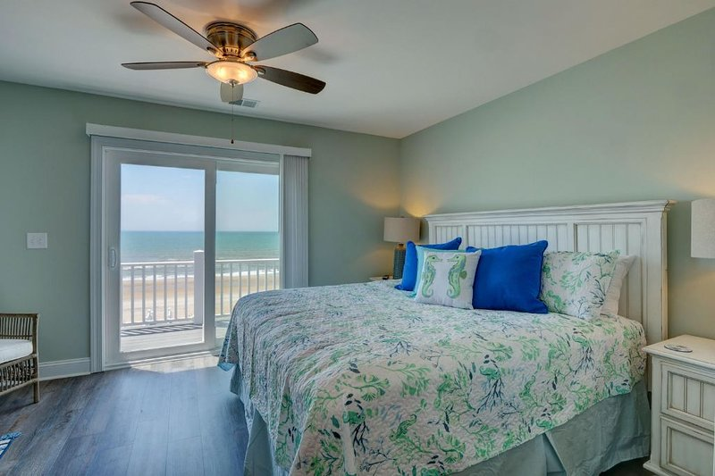 Top Level Oceanfront Master Suite w/King Bed
