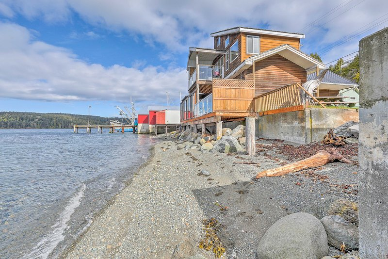 Retreat to British Columbia and stay at this Sointula vacation rental apartment!