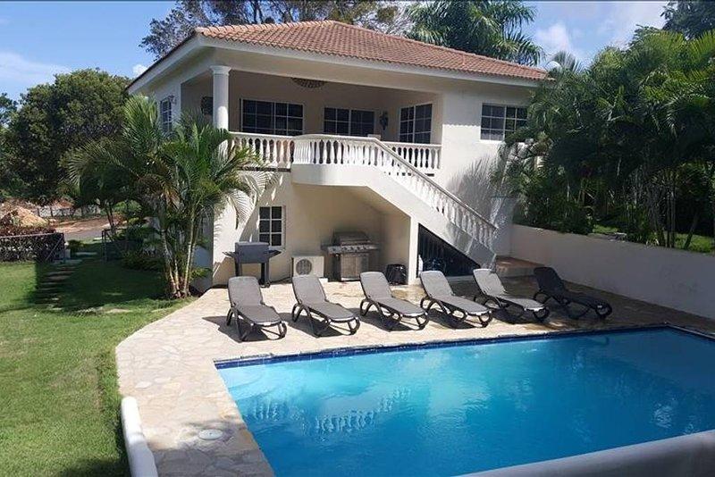 Outside view w/ pool