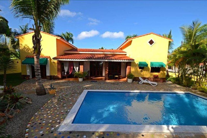 Beautiful private villa walking to beach, vacation rental in Sosua