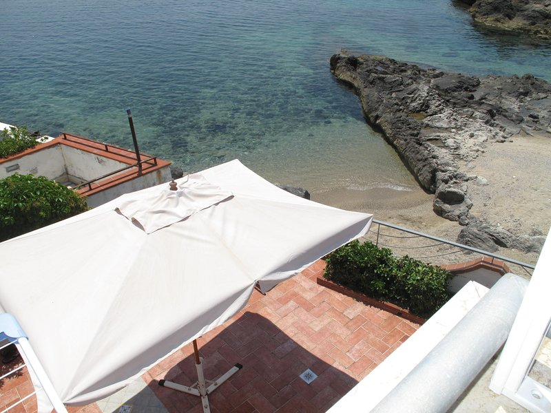 Possibility of opening a large sunshade on the left side of the terrace's sunbathing area!