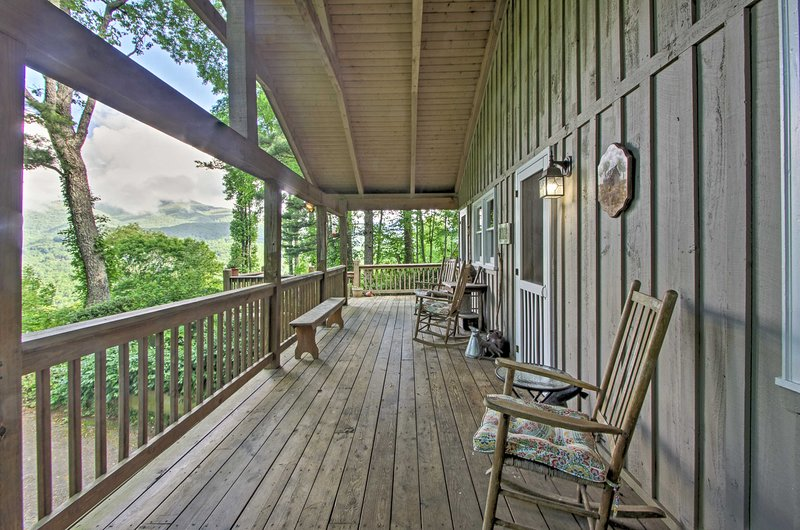 'Summit Splendor' Smoky Mountain Cabin w/ Views!, holiday rental in Balsam