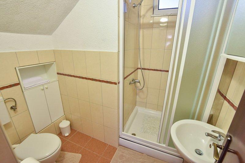 Rogač(5+1): bathroom with toilet
