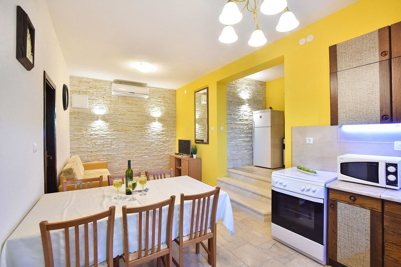 Rogač(5+1): dining room