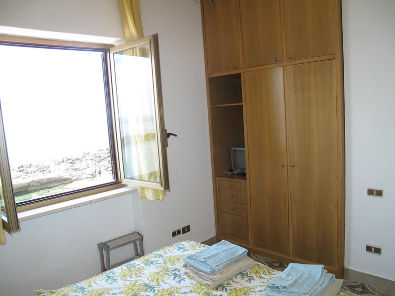 2.a DOUBLE with PANORAMIC Window and WALL MILE WITH TELEVISION