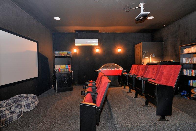 2601 Windsor Hills 6 Bedroom Villa With Movie Game Room