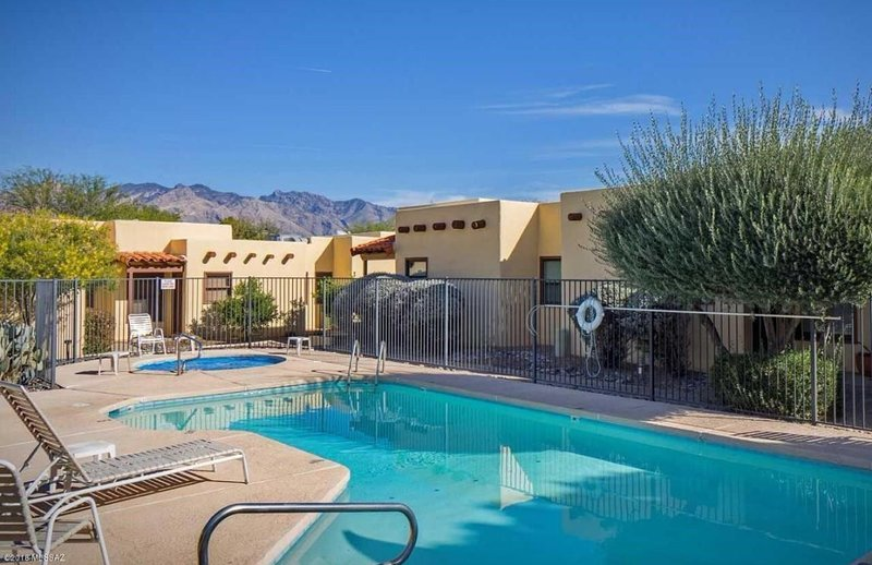 Outdoor Community pool and jacuzzi