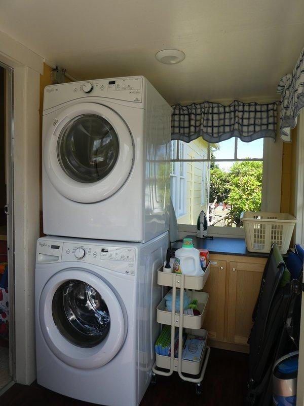 Wasmachine en droger voorzien voor u om te gebruiken.