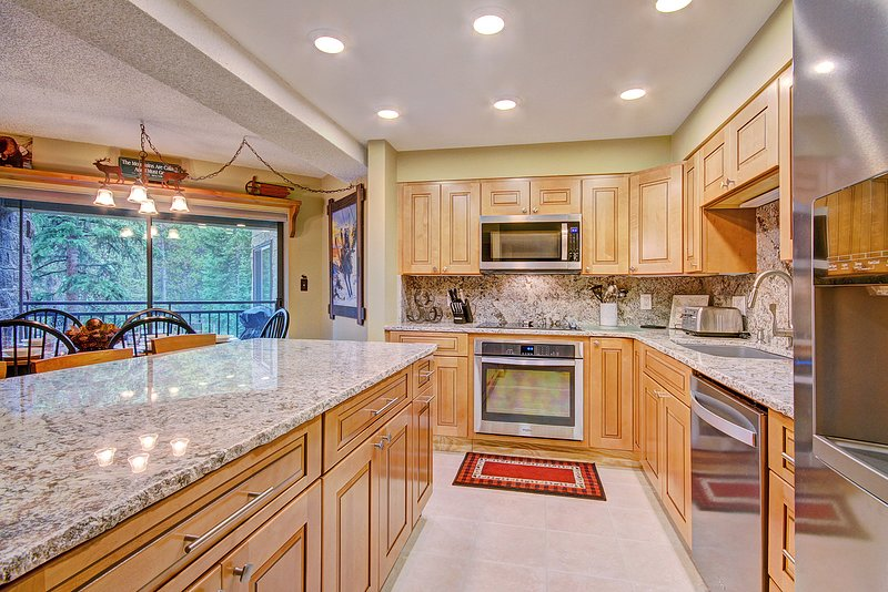 SkyRun Property - 'Powderhorn C302' - Enjoy home cooked meals with the convenience of a fully equipped kitchen