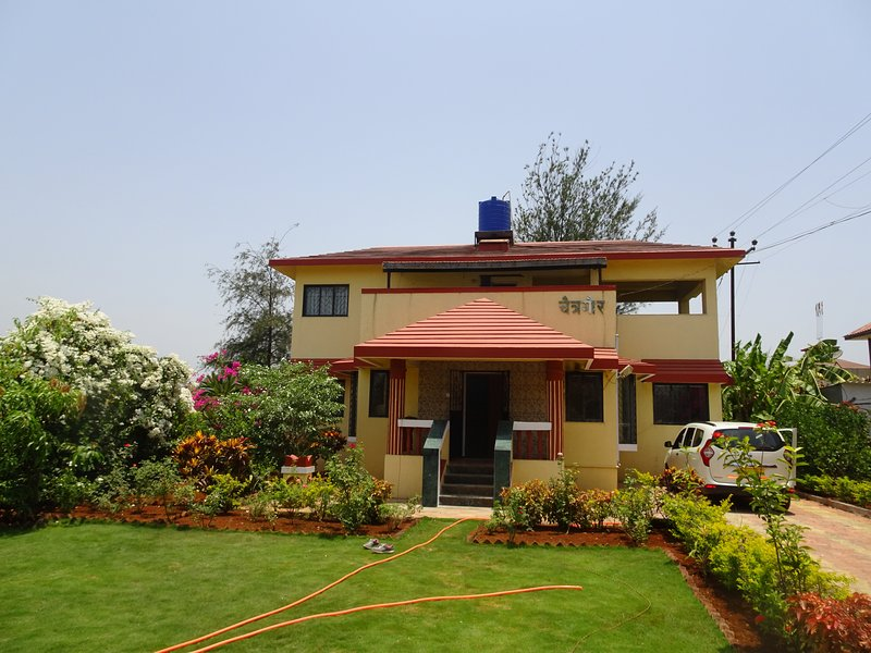 CHAITRAGAUR  Bungalow, holiday rental in Khandala