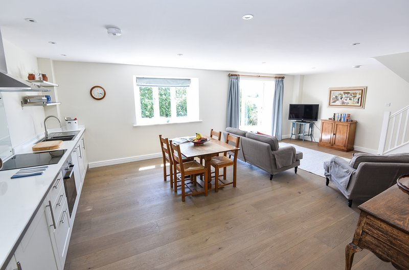 Tranquil cottage in heart of Cotswolds, holiday rental in Crudwell