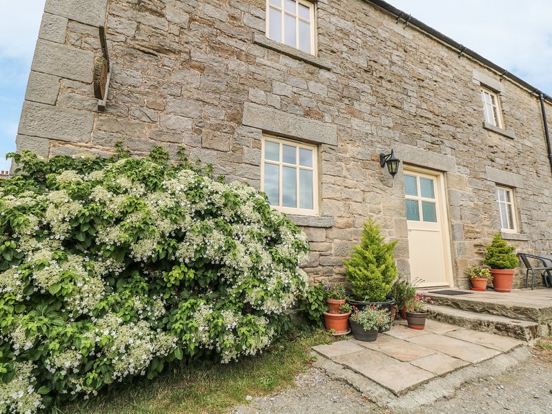 THE COTE, stone cottage, beautiful views, rural location, walks from door in, casa vacanza a Ingleton