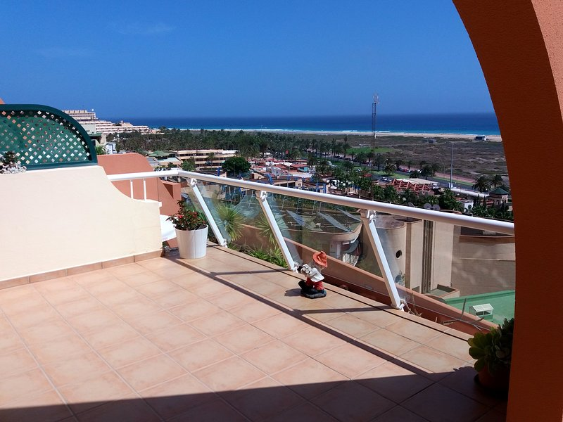 Nice apt with sea view & terrace, holiday rental in Esquinzo