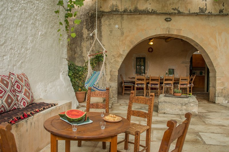 Traditional stone made house, holiday rental in Sellia