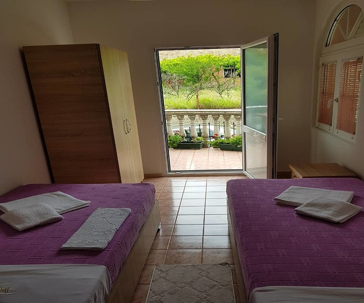 Unit 4 Astell Apartments in Old Town Bar ,beautiful view!, holiday rental in Bar Municipality