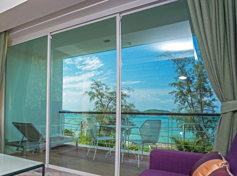 Deluxe Oceanfront Premier Two-Bedroom Suite • Rawai Beach, casa vacanza a Ko He