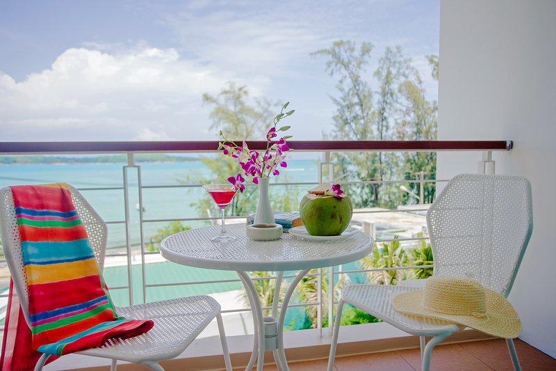 Charming Sea View Studio with Jacuzzi/Shower on Rawai Beach, casa vacanza a Ko He