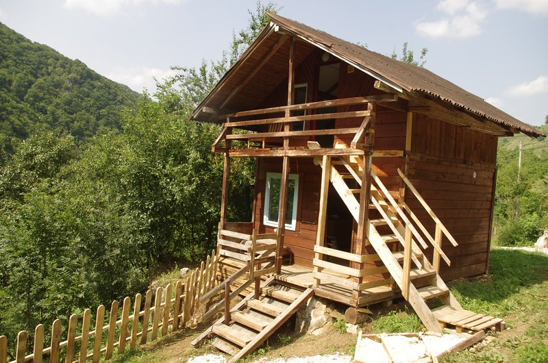 Wooden Cabin at the Falls, holiday rental in Rosia Montana