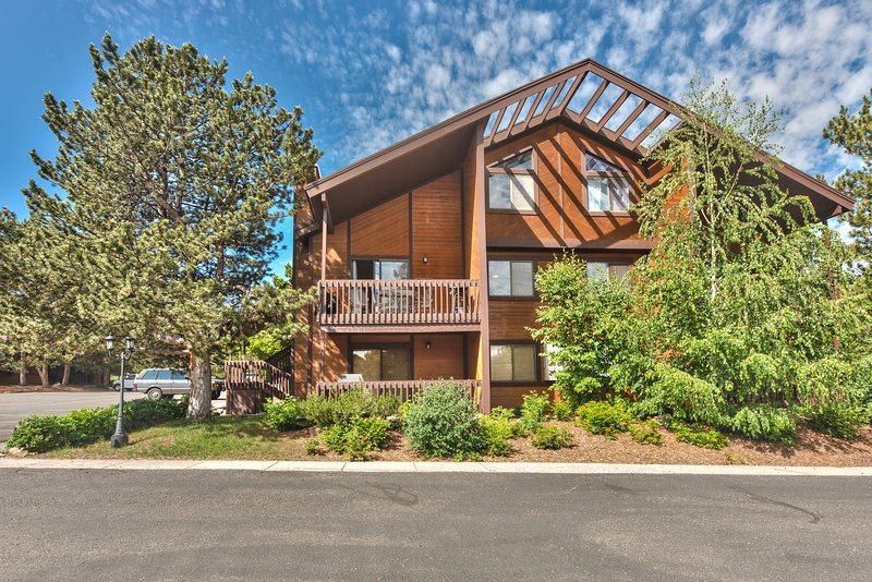 Completely Remodeled Red Pine Loft - 2 Bedroom + Loft Bunk Room / 2 Bath - in the Canyons Village