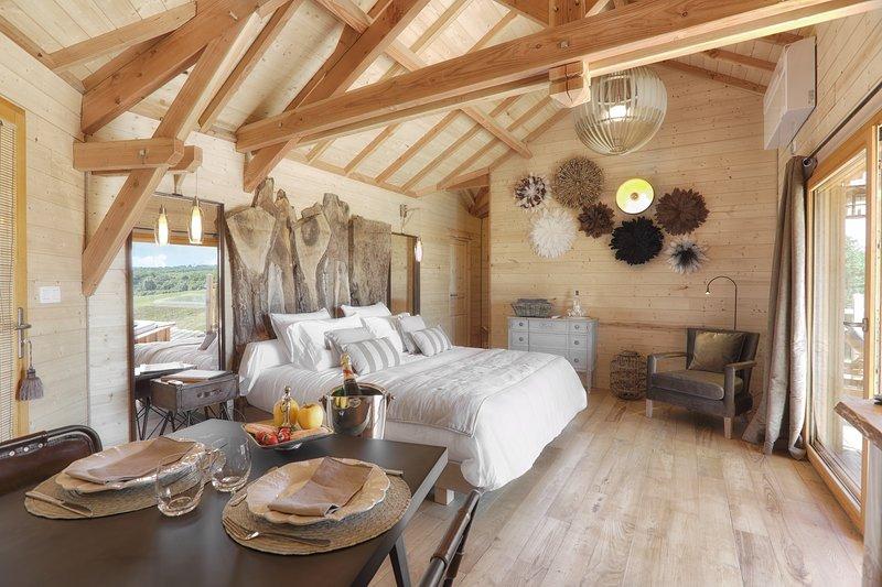 La Mandrélie   Cabane du Grand Chêne, vacation rental in Saint-Martin-des-Combes