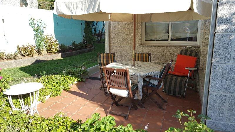 Spacious house with garden, location de vacances à Goian