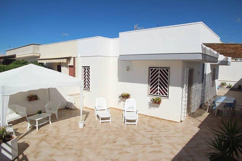 Villetta a 300m dal mare con ampio cortile - ECONOMICO, vacation rental in Ugento