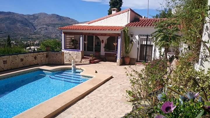 Private 4-bed family villa rental with own pool and awesome valley views, vacation rental in Sagra