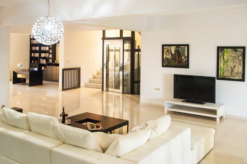 Kalithea Villa Sleeps 7 with Pool and Air Con - 5635685, holiday rental in Koskinou