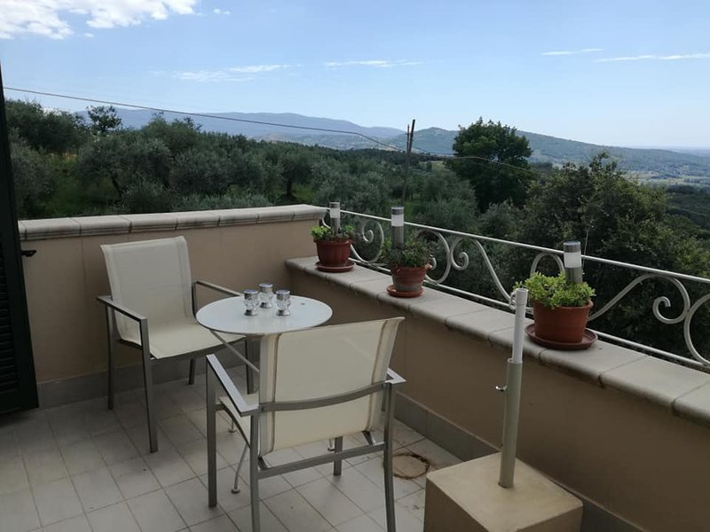 COUNTRYSIDE VILLA WITH STUNNING VIEW, location de vacances à Eboli