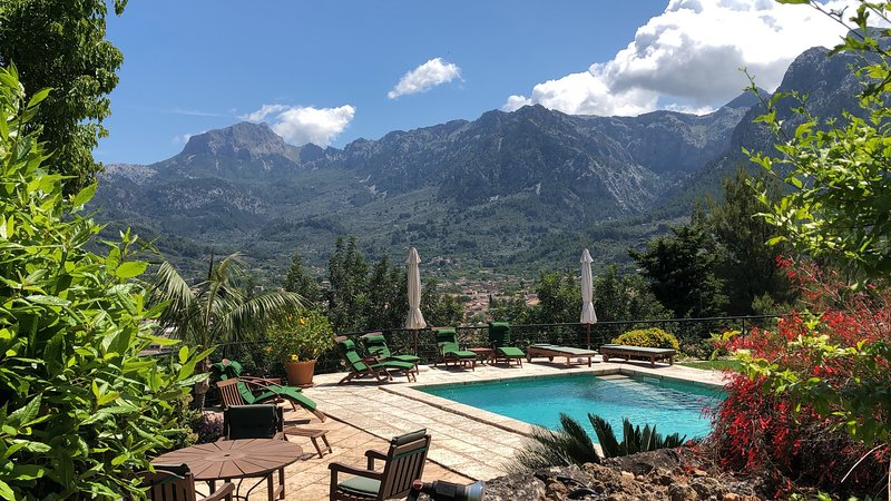 Ca'n Pons, Villa with breathtaking views, Wi-fi, Private Pool and gardens, vacation rental in Soller
