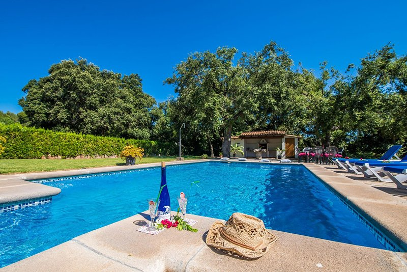 4 bedroom Villa with Pool, Air Con, WiFi and Walk to Shops - 5503231 Chalet in Puerto Pollensa