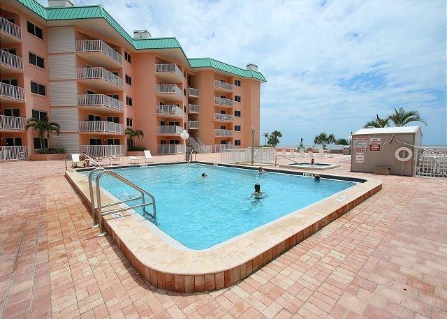 Beach Cottage Condominium 2102, vacation rental in Indian Shores