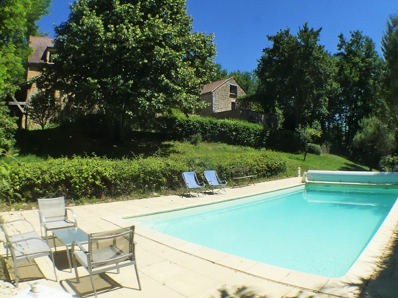 METAIRIE DE MARNAC: LOVELY RENOVATED STONE HOUSE WITH PRIVATE HEATED POOL, vacation rental in Berbiguieres