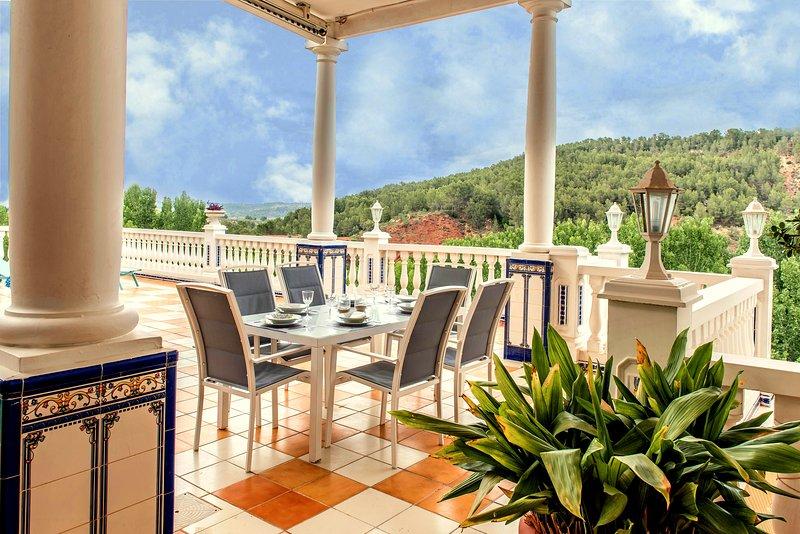 Casa con hermosas vistas, montaña, agua y cielo, holiday rental in Manuel