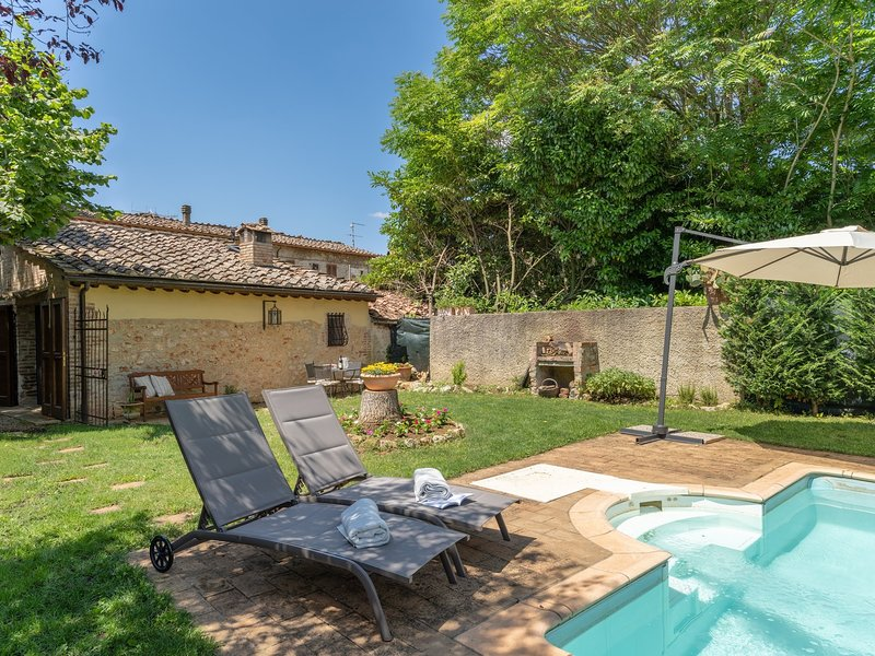 Castel Petraio Holiday Home Sleeps 4 with Pool and WiFi - 5481173, vacation rental in Castellina Scalo