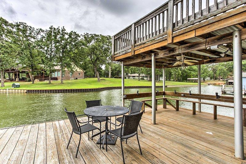 Live lakeside at this Malakoff vacation rental home!