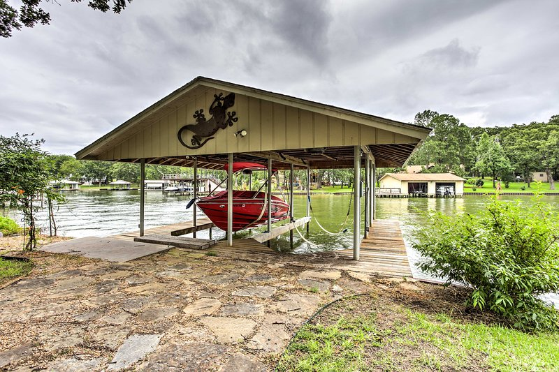 The 2 boat lifts make it effortless to store your boats.