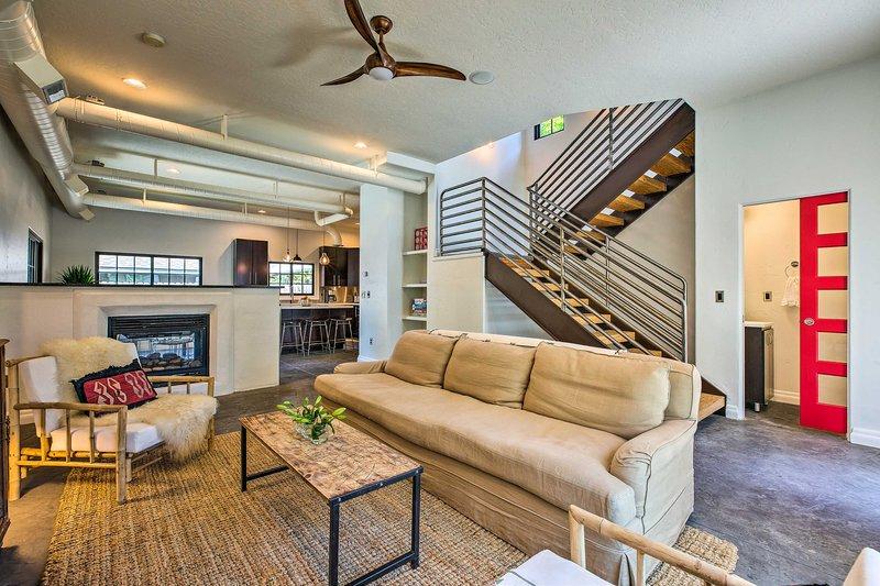 arquitectura industrial marca el interior de 2.500 pies cuadrados.