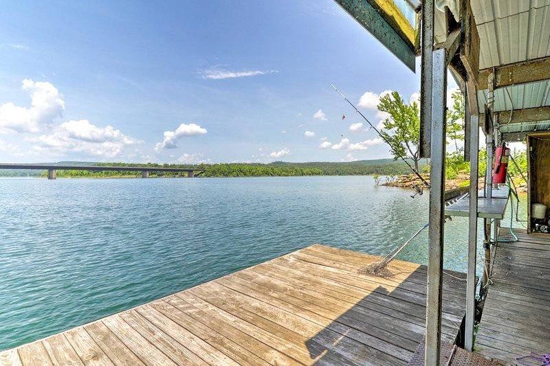 Canottaggio, pesca, nuoto, escursioni e molto altro ancora attendono su Greers Ferry Lake.