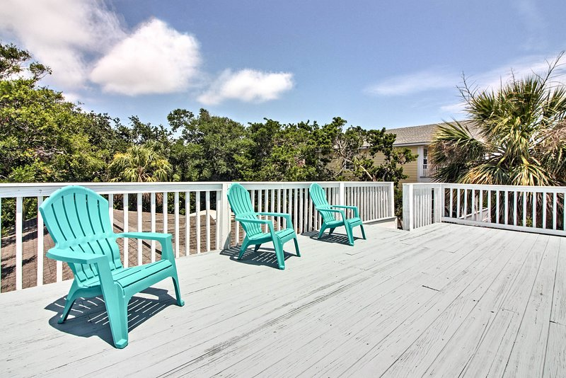 This vacation rental home has 3 bedrooms, 2.5 bathrooms, and sleeps 10!