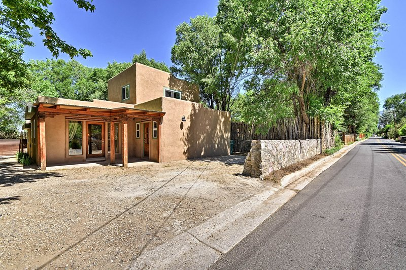 Minutes from several attractions, this home is sure to be perfect.