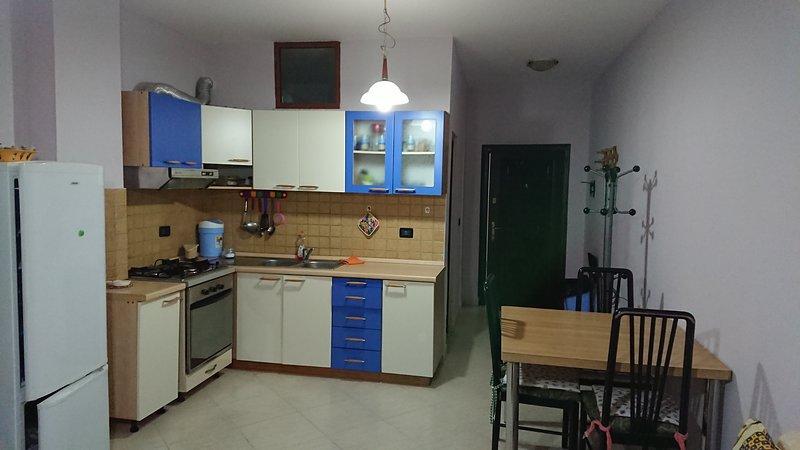 apartment 20m from the beach, location de vacances à Comté de Durres