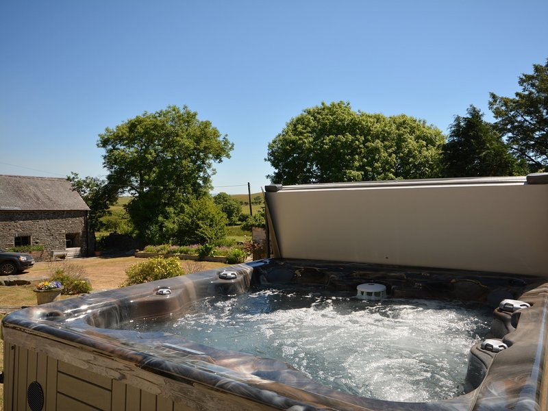 Don't forget the hot tub,perfect to relax and unwind