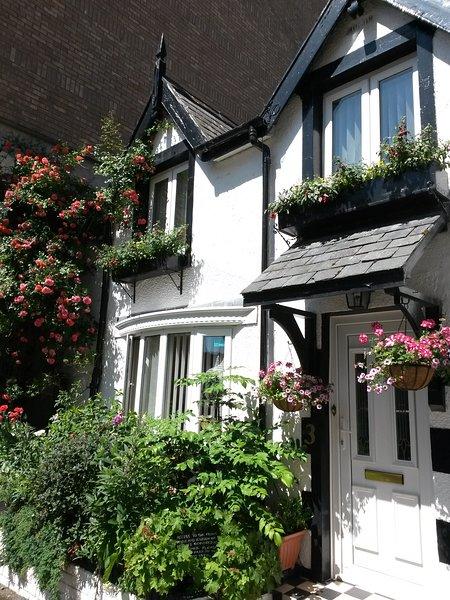 3 Water Street Cottage - Centrally located, 5 minutes walk to Llandudno Pier..., holiday rental in Llandudno