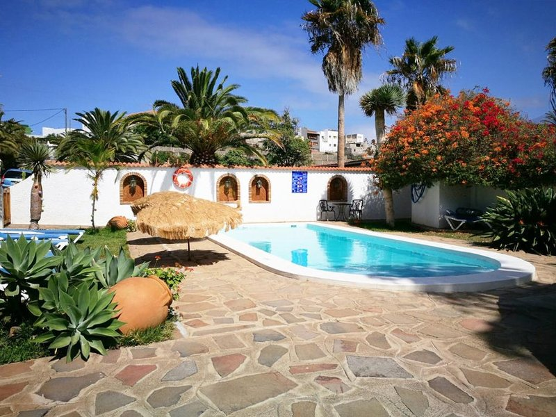 Amazing house with shared pool, casa vacanza a Los Carrizales