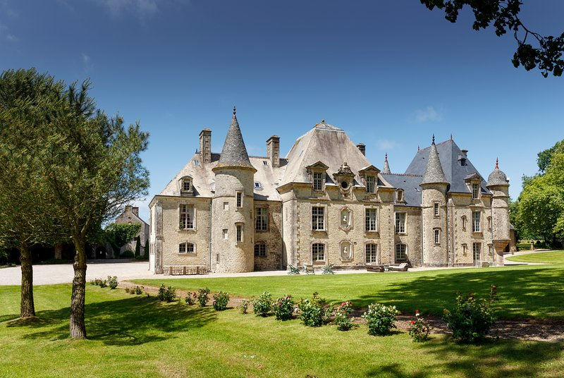D'DAY NORMANDY LUXURY RENTAL CHATEAU.POOL & TENNIS, casa vacanza a Saint-Joseph
