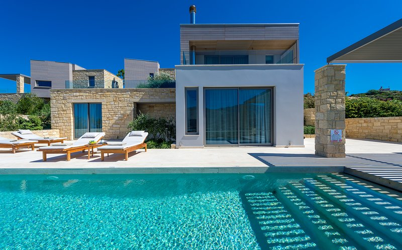 Charming villa with private pool and stunning views!, holiday rental in Kaliviani